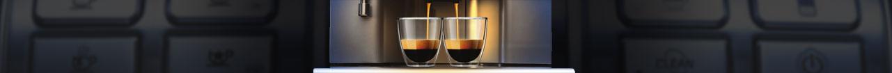 Bandeau représentant deux tasses qui se remplissent depuis un percolateur